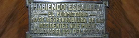 Ascensor Argentina. RadiosLibres. Licencia CC-BY-SA.